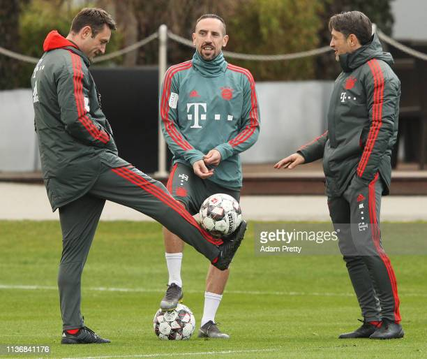 Franck Ribery of Bayern Muenchen chats to head coach Nico Kovac and assistant manager Robert Kovac during Bayern Muenchen training at Saebener...