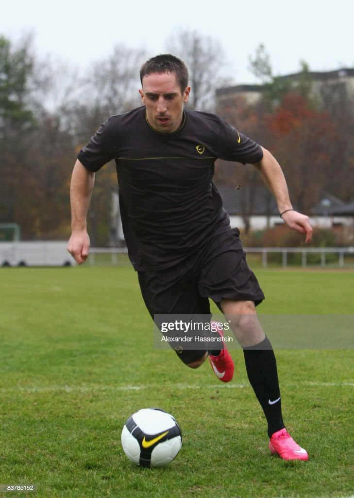 Rugido perfume Lectura cuidadosa  ACCESS+++ Franck Ribery of Bayern Muenchen in action during the Nike...  News Photo - Getty Images