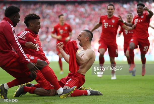 Franck Ribery of FC Bayern celebrates his goal with teammates during the Bundesliga match between FC Bayern Muenchen and Eintracht Frankfurt at...