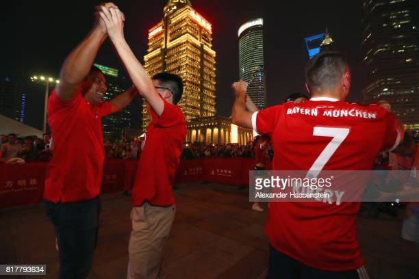 Franck Ribery of FC Bayern Muenchen and FC Bayern Muenchen Legend Giovanni Elber visit with his team mates the Shanghai Oriental Pearl Tower during...