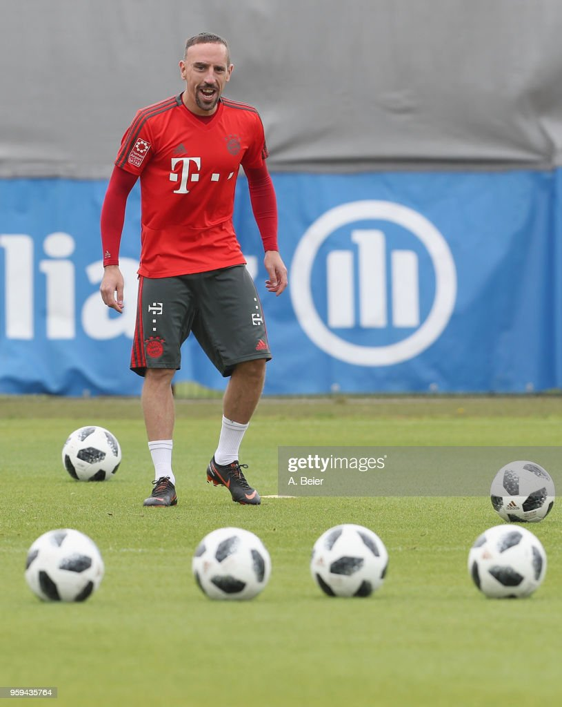 Franck Ribery of FC Bayern Muenchen smiles during a training session at the club's Saebener Strasse training ground on May 17, 2018 in Munich, Germany.