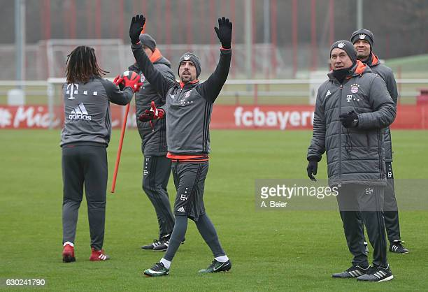 Franck Ribery of FC Bayern Muenchen waves to his teammates next to team coach Carlo Ancelotti fitness coach Thomas Wilhelmi assistent coach Paul...