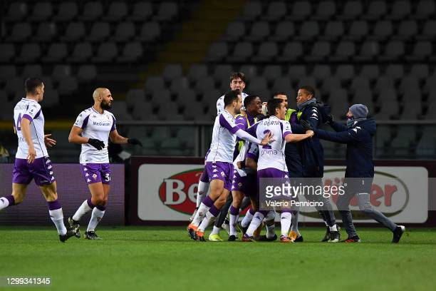 Franck Ribery of Fiorentina celebrates with team mates after scoring the first goal during the Serie A match between Torino FC and ACF Fiorentina at...