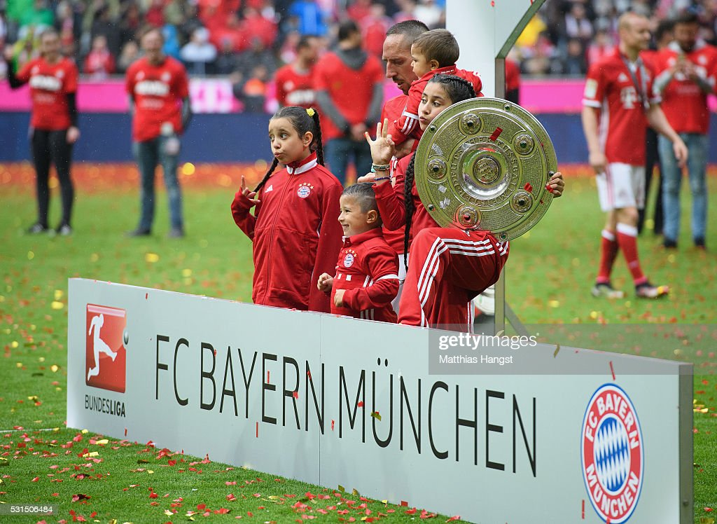 Franck Ribery of Muenchen and his kids celebrate with the Meisterschalfe after the Bundesliga match between FC Bayern Muenchen and Hannover 96 at Allianz Arena on May 14, 2016 in Munich, Germany.