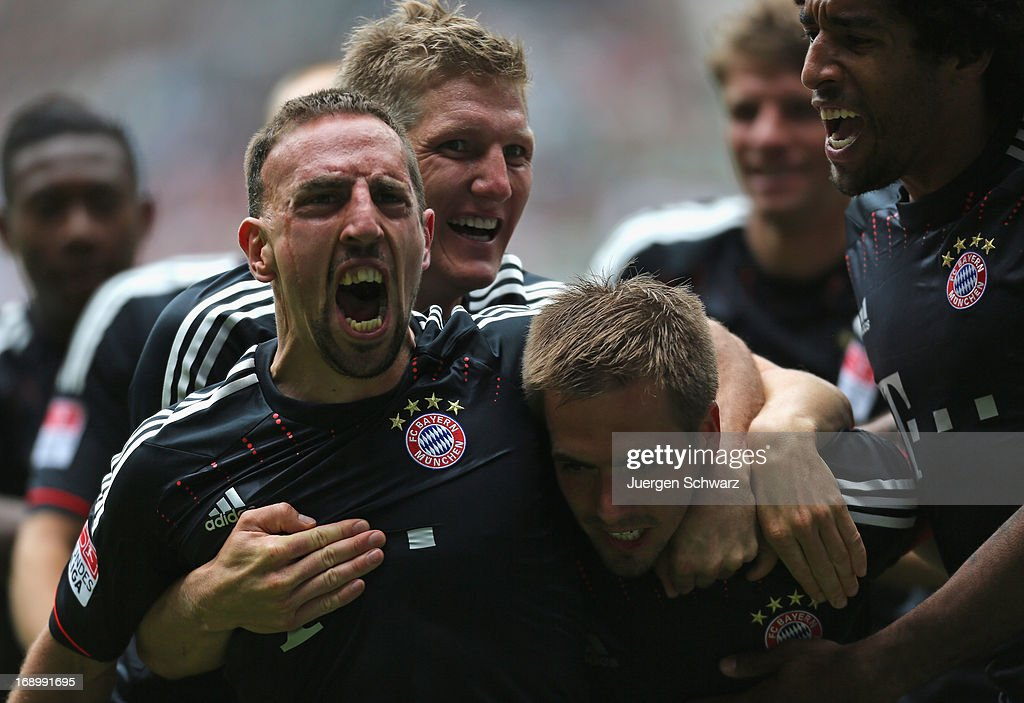 Franck Ribery of Munich (L) celebrates after scoring during the Bundesliga match between Borussia Moenchengladbach and Bayern Muenchen at Borussia Park Stadium on May 18, 2013 in Moenchengladbach, Germany.
