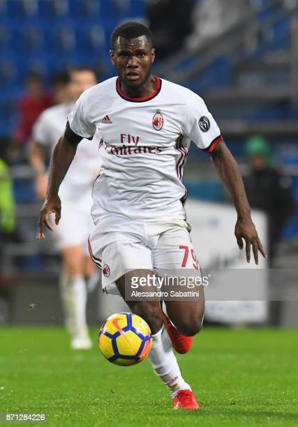 Franck Yannick Kessie of AC Milan in action during the Serie A match between US Sassuolo and AC Milan at Mapei Stadium Citta' del Tricolore on...