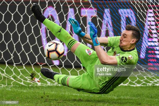 Franco Armani goalkeeper of River Plate saves a penalty during a shootout after a match between Cruzeiro and River Plate as part of Copa CONMEBOL...