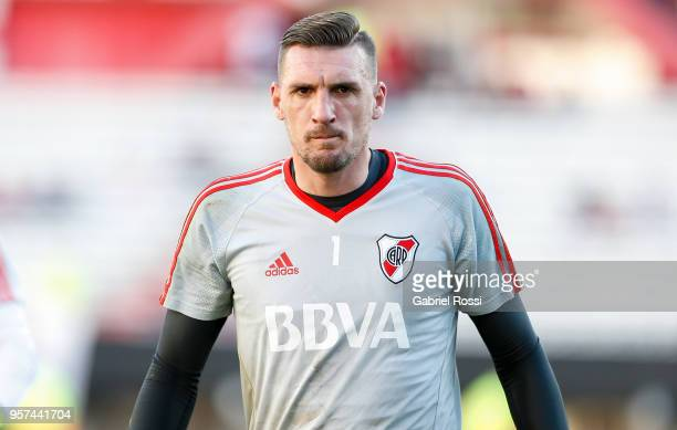 Franco Armani of River Plate looks on prior a match between River Plate and Estudiantes de La Plata as part of Superliga 2017/18 at Estadio...