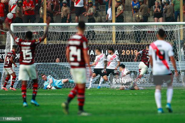 Franco Armani of River Plate makes a save during the final match of Copa CONMEBOL Libertadores 2019 between Flamengo and River Plate at Estadio...