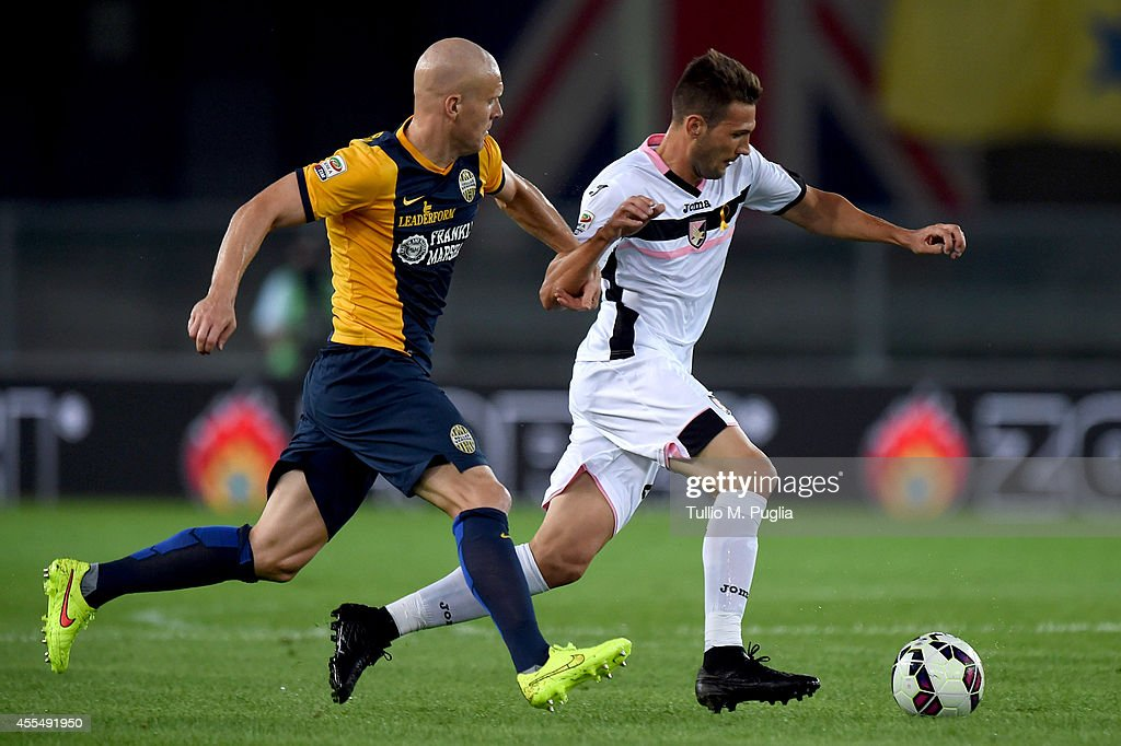 Franco Cazquez (R) of Palermo is challenged by Emil Hallfredsson of Hellas Verona during the Serie A match between Hellas Verona FC and US Citta di Palermo at Stadio Marc'Antonio Bentegodi on September 15, 2014 in Verona, Italy.