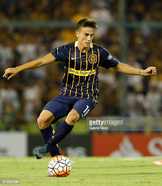 Franco Cervi of Rosario Central drives the ball during a group stage match between Rosario Central and Nacional as part of Copa Bridgestone...