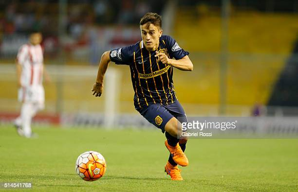 Franco Cervi of Rosario Central drives the ball during a match between Rosario Central and River Plate as part of Copa Bridgestone Libertadores 2016...