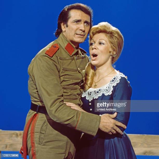 """Franco Corelli und Mirella Freni, italienische Opernsänger, zu Gast in der Musiksendung """"Schöne Stimmen"""", Deutschland 1976."""