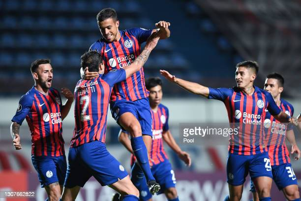 Franco Di Santo of San Lorenzo celebrates with teammates after scoring his team's first goal during a second round second leg match between San...