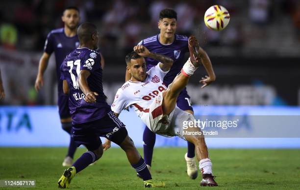 Franco Fragapane of Union kicks the ball during a match between River Plate and Union as part of Round 12 of Superliga 2018/19 at Estadio Monumental...