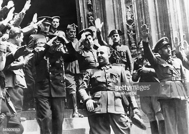 Franco Francisco 'Caudillo' *04121892Politiker Offizier SpanienBuergerkrieg EndeGeneral Franco verlaesst nach einerSiegesfeier verbunden mit...