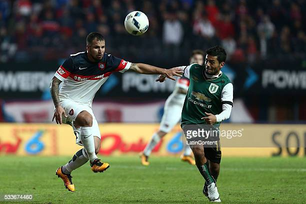 Franco Mussis of San Lorenzo and Walter Erviti of Banfield fight for the ball during a match between San Lorenzo and Banfield as part of Torneo...