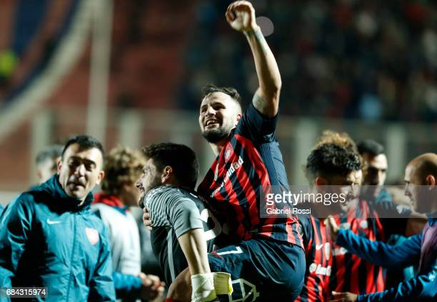 Franco Mussis of San Lorenzo celebrates with teammates after winning the group stage match between San Lorenzo and Flamengo as part of Copa CONMEBOL...