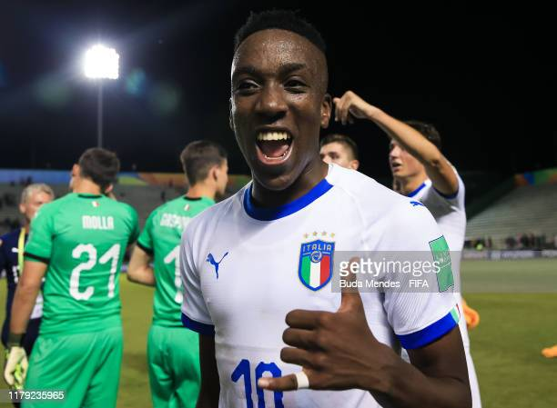 Franco Tongya of Italy celebrates the victory during the FIFA U17 Men's World Cup Brazil 2019 group F match between Mexico and Italy at Valmir...