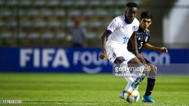 Franco Tongya of Italy struggles for the ball with Rafael Martinez of Mexico during the FIFA U17 Men's World Cup Brazil 2019 group F match between...