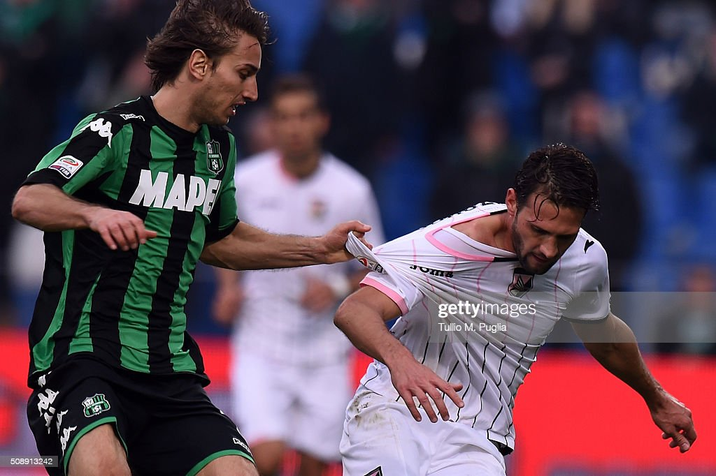 Franco Vazquez (R) of Palermo is challenged by Francesco Magnanelli of Sassuolo during the Serie A match between US Sassuolo Calcio and US Citta di Palermo at Mapei Stadium - Città del Tricolore on February 7, 2016 in Reggio nell'Emilia, Italy.