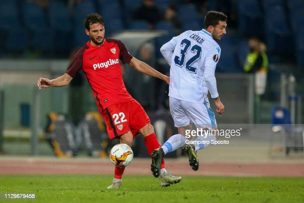 Franco Vazquez of Sevilla dribbles past Danilo Cataldi of SS Lazio during the UEFA Europa League Round of 32 First Leg match between SS Lazio and...