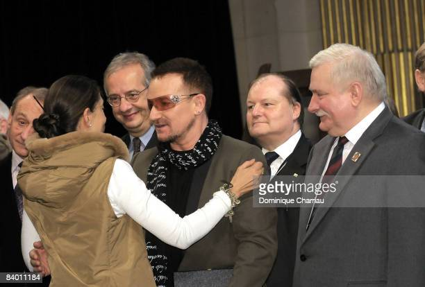 FrancoColombian politician and former FARC hostage Ingrid Betancourt greets Laureate of the peace summit Award 2008 lead Singer of U2 Bono in the...