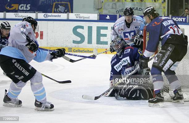 Francois Fortier of Hamburg scores the second goal during the DEL Bundesliga match between ERC Ingolstadt and Hamburg Freezers at the Saturn Arena on...