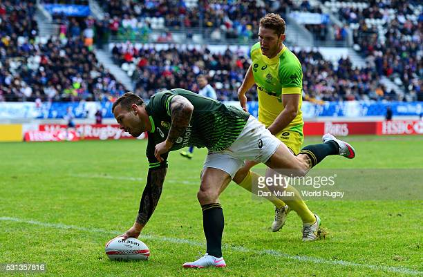 Francois Hougaard of South Africa goes over for a try during the pool match between South Africa and Australia on day two of the HSBC Paris Sevens at...