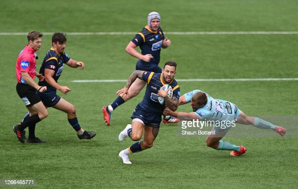 Francois Hougaard of Worcester Warriors breaks the tackle of Jack Singleton of Gloucester Rugby during the Gallagher Premiership Rugby match between...