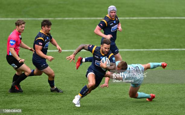 Francois Hougaard of Worcester Warriors escapes the challenge of Jack Singleton of Gloucester Rugby during the Gallagher Premiership Rugby match...