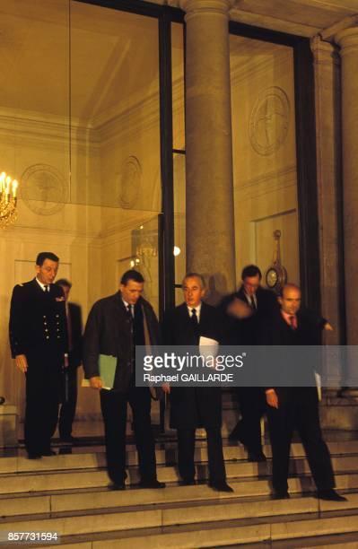 Francois Leotard Alain Juppe et Edouard Balladur a l'issue d'une reunion sur la Bosnie a l Hotel Matignon le 20 fevrier 1994 a Paris France