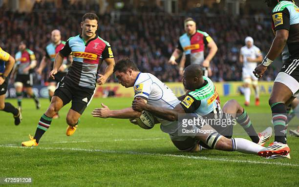 Francois Louw of Bath dives over for a try during the Aviva Premiership match between Harlequins and Bath at the Twickenham Stoop on May 8 2015 in...