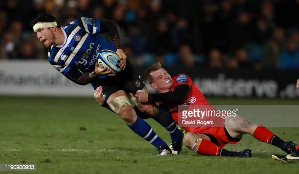 Francois Louw of Bath is held by Nick Tompkins during the Gallagher Premiership Rugby match between Bath Rugby and Saracens at the Recreation Ground...