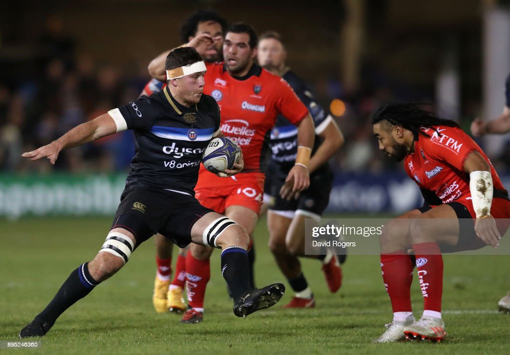 Francois Louw of Bath runs with the ball during the European Rugby Champions Cup match between Bath Rugby and RC Toulon at the Recreation Ground on December 16, 2017 in Bath, England.