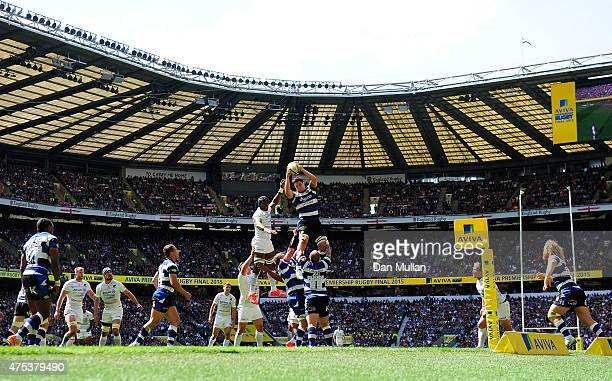 Francois Louw of Bath wins lineout ball during the Aviva Premiership Final between Bath Rugby and Saracens at Twickenham Stadium on May 30 2015 in...