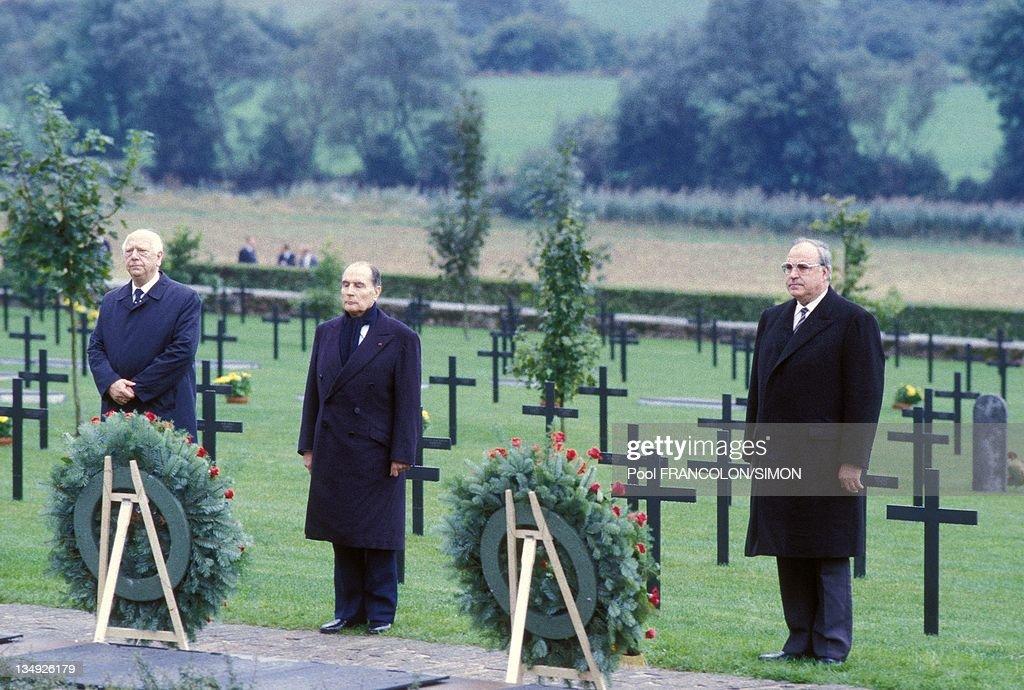 Helmut Kohl And Francois Mitterrand In Verdun : News Photo