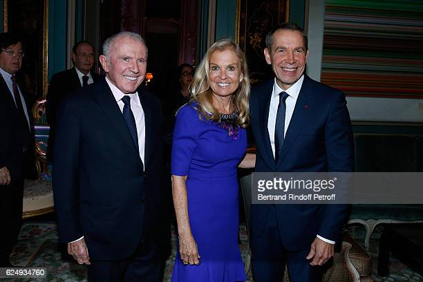 Francois Pinault, USA Ambassador to France, Jane D. Hartley and Artist Jeff Koons attend the Press conference announcing a donation by artist Jeff...