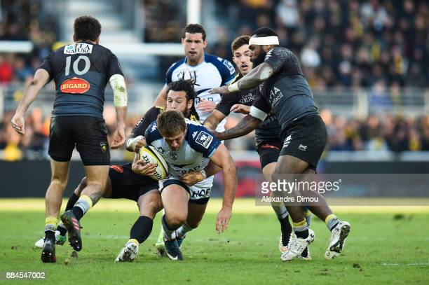 Francois Steyn of Montpellier and Rene Ranger of La Rochelle during the Top 14 match between La Rochelle and Montpellier on December 2 2017 in La...