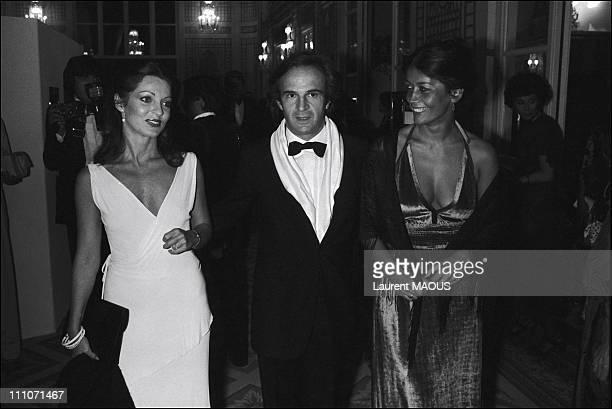 Francois Truffaut Jaoul de Porcheville and Marie France Pisier in Deauville France on September 04 1977