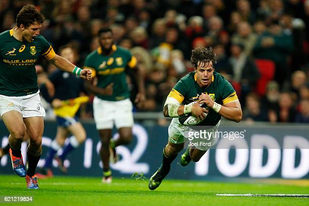 Francois Venter of South Africa scores a try during the Killik Cup match between Barbarians and South Africa at Wembley Stadium on November 5 2016 in...
