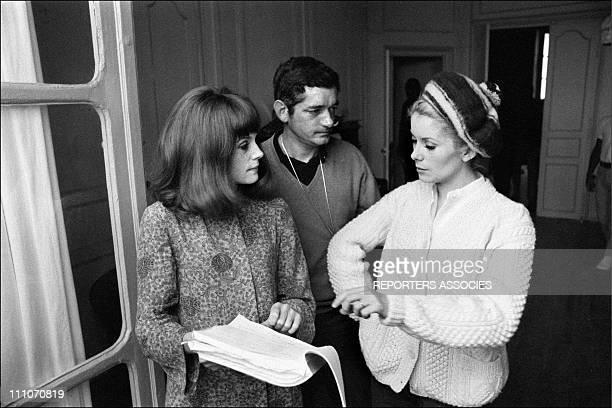 Francoise Dorleac Jacques Demy Catherine Deneuve in shooting film ' Les Demoiselles de Rochefort' in Rochefort France on June 09 1966