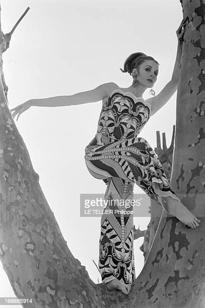 Francoise Dorleac Magazine For Television 'Dim Dam Dom' Le 13 avril 1966 l'actrice française Françoise DORLEAC soeur de l'actrice Catherine Deneuve...