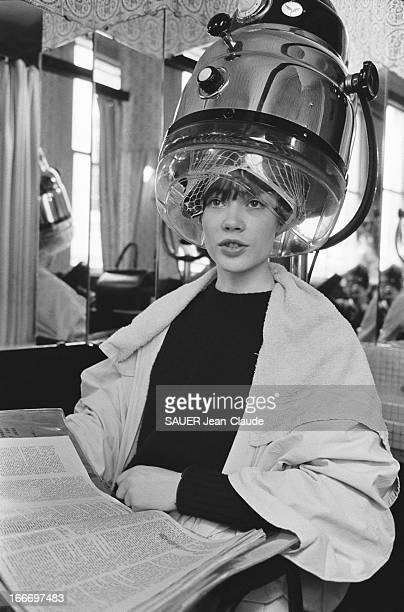 Francoise Hardy Changes Her Look Invitée par Paris Match à poser pour la couverture du magazine Françoise HARDY a décidé de changer de style la...