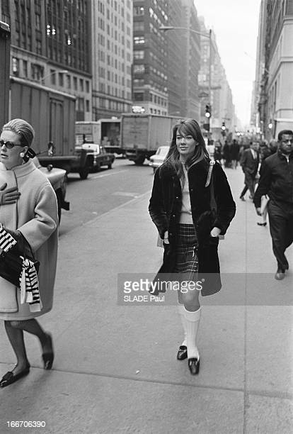 Francoise Hardy In New York New York décembre 1966 Françoise HARDY sur une avenue new yorkaise