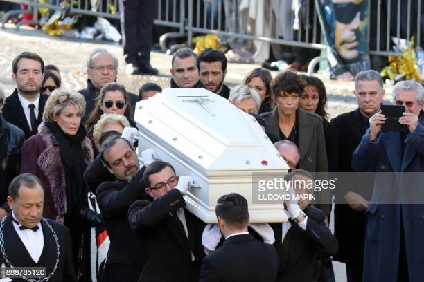 TOPSHOT People carry the coffin in the La Madeleine Church at the start of the funeral ceremony in tribute to late French singer Johnny Hallyday on...
