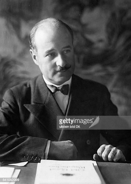 FrancoisPoncet Andre *13061887Diplomat F als Botschafter in Berlin amSchreibtisch seines Arbeitszimmers 1932