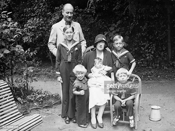 FrancoisPoncet Andre *13061887Diplomat F mit Ehefrau Jacqueline und den KindernLouis Henri sowie Jean Genevieve und Bernard veröffentlicht anlässlich...