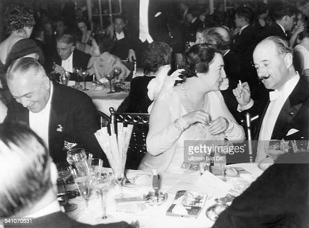 FrancoisPoncet Andre13061887 Politiker FBotschafter in Deutschland 193138mit vl Aussenminster von Neurath Frau Cerruti beim Fest der Auslandspresse...
