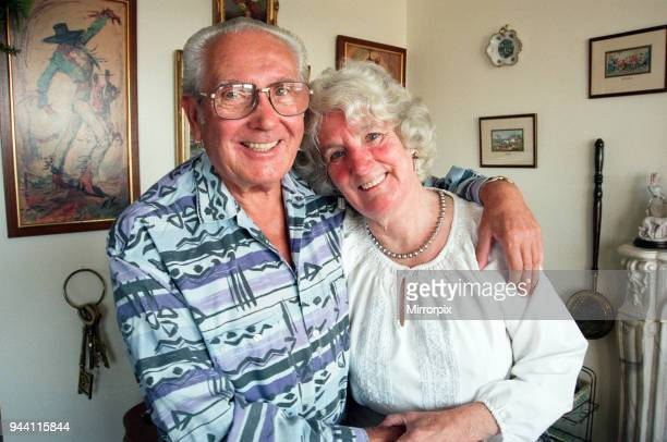 Frank and Joan Shortland seen here at the their Coventry home celebrating their golden wedding anniversary 19th August 1998